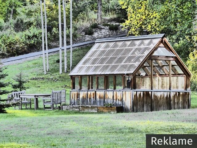 green-house-183495_640